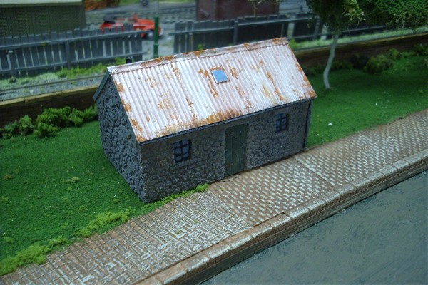 1:76  HIGHLAND STONE COTTAGE WITH TIN ROOF