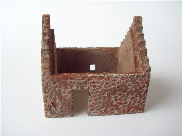 1:76  ABANDONED BUILDING