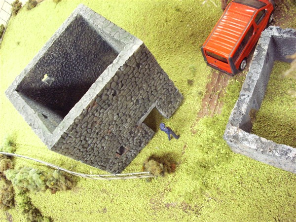 1:76  ABANDONED INDUSTRIAL BUILDING