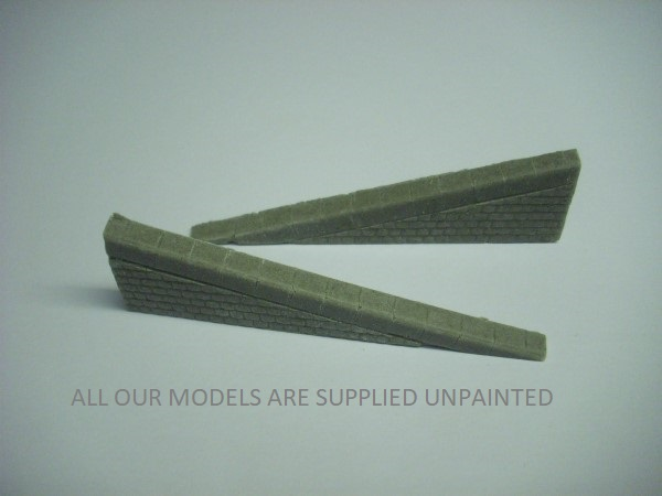 1:76 QUAY SIDE  SLIPWAY WALLS (pair)