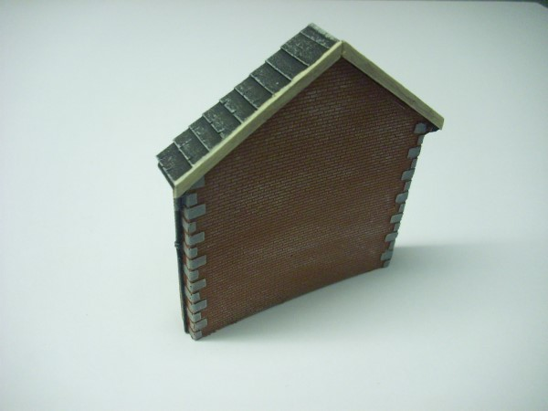 1:76  BRICK BUILDING GABLE END