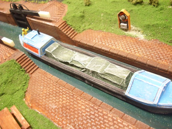 1:76  COVERED LOAD FOR 53 ft NARROW BOAT