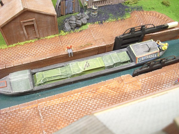 1:76  COVERED LOAD FOR 61 ft NARROW BOAT