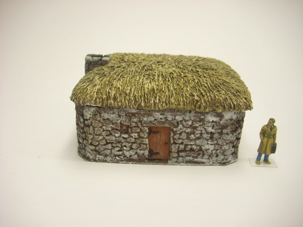 1:76  SCOTTISH BLACK HOUSE with stone chimney