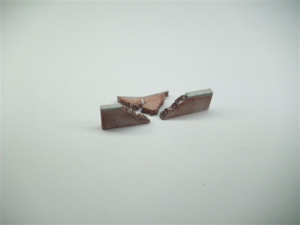 1:76  BRICK WALL WITH COLLAPSED SECTION