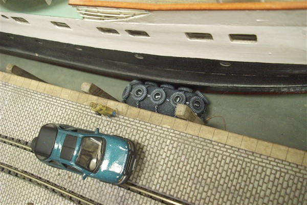 1:76 HARBOUR QUAYSIDE SHIP FENDER WITH TYRES