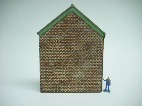 1:76  LOW RELIEF BRICK BUILDING GABLE END
