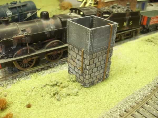 SQ WATER TANK ON PLINTH