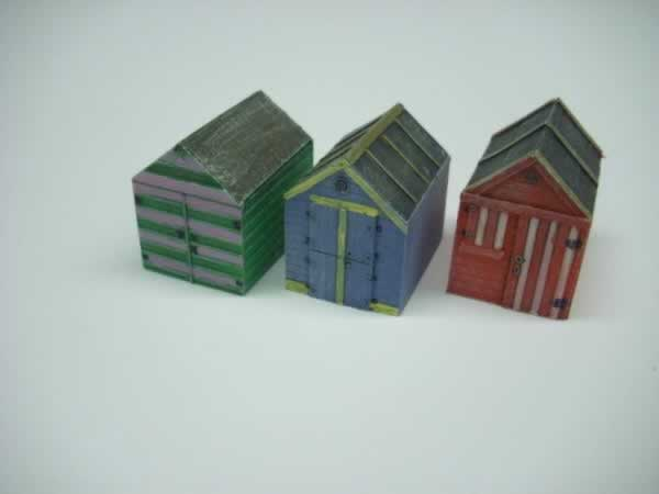 1:76 WOODEN BEACH HUTS x 3