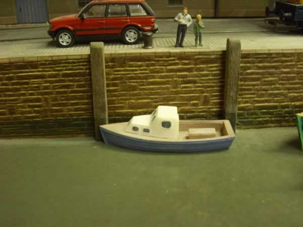 1:76 SMALL CABIN CRUISER