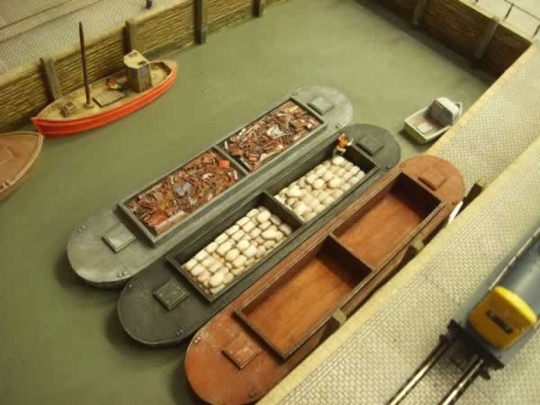 1:76 TWIN HOLD DUMB BARGE